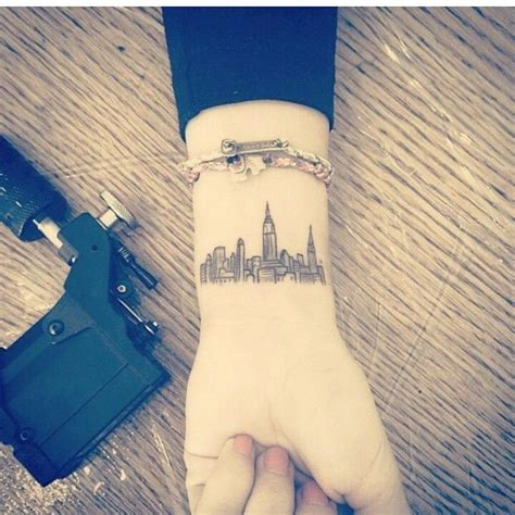 detroit skyline tattoo 25 best ideas about skyline on nyc