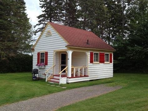 adorable cottage picture of green gables bungalow court