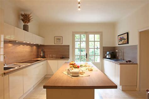cuisine blanc laqué plan travail bois cuisine bois moderne luxe plan de travail cuisine corian