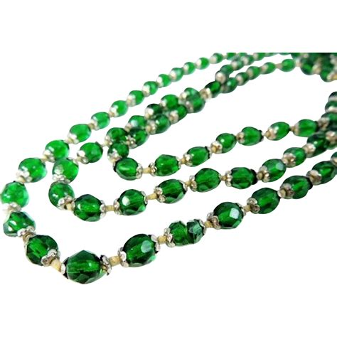 emerald green glass bead necklace deco