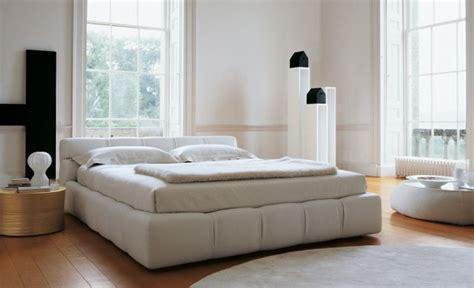 letti b b tufty bed letto b b italia comodit 224 e design