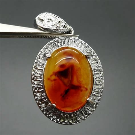 Liontin Batu Fosil Darah kegunaan batu mustika cawan darah perawan dunia pusaka sakti