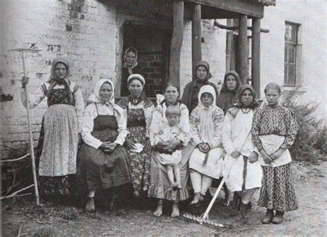 Russian Peasants 19th Century | a group of peasant women and children fiddler on the