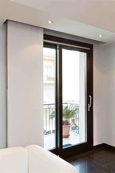 infissi porte porte finestre scorrevoli in legno per ambienti moderni