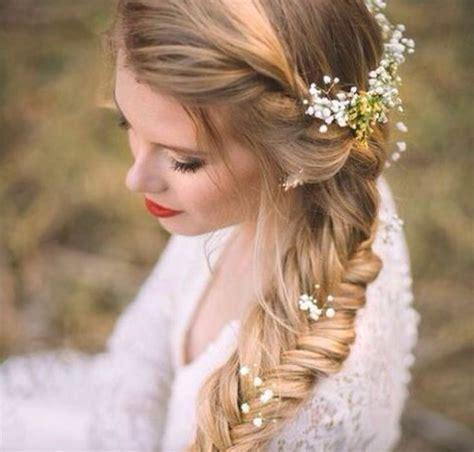acconciature sposa con fiori oltre 1000 idee su acconciature da sposa con trecce su