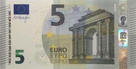 nieuw  eurobiljet wordt door apparaten als vals gezien