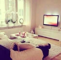 Cute Living Room Decorating Ideas Cute Little Living Room Set Up The Single Life