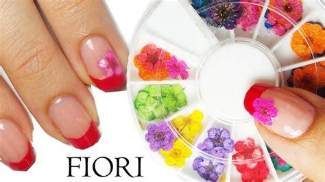 unghie con fiori secchi come fare nail con fiori secchi