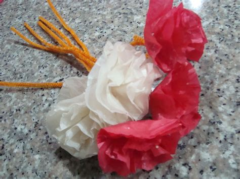 How To Make Carnations Out Of Tissue Paper - how to make paper carnations crafts activities