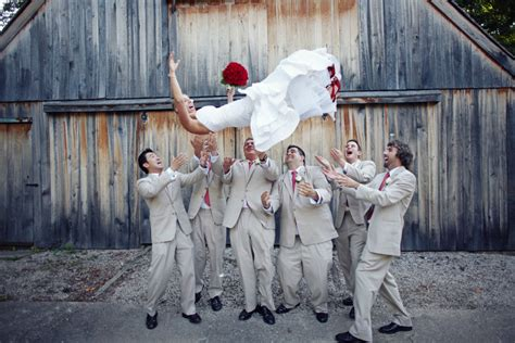 crazy wedding photos cute idea if you trust your groomsmen wedding day