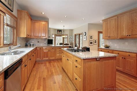 Oak Cabinet Kitchen Ideas by Traditional Light Wood Kitchen Cabinets 91 Kitchen Design Ideas Org Raised Panel Black Knobs