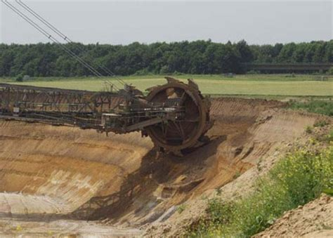 world s largest trencher world s largest digging machine is huge geekologie