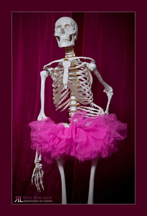 scheletro nell armadio scheletri rosa nell armadio di una donna manager di me