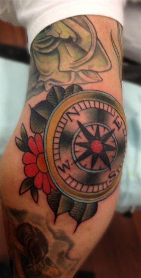 Compass Tattoo Ellenbogen | pin by sam gallego on tattoooooo