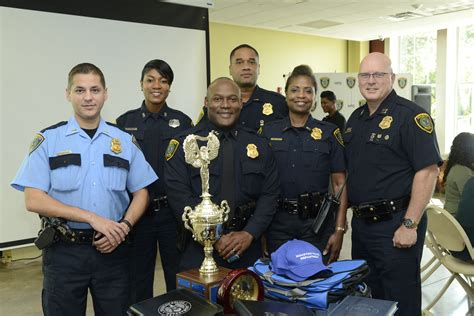 Hpd Search Houston Department Community Volunteers Helped Returning Students Look