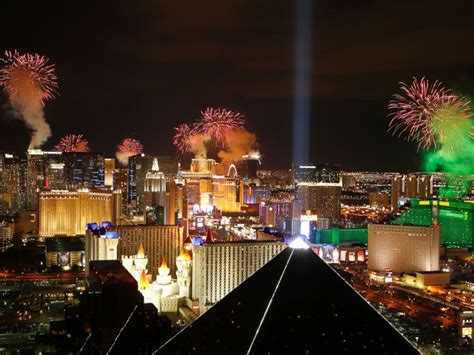 new years las vegas 2015 world welcomes 2015 see the most spectacular celebrations