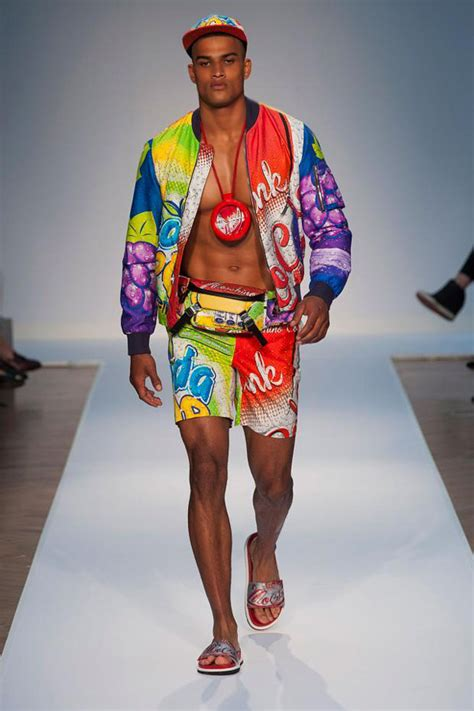 Moschino Bigtee Fit 4 L menswear moschino summer 2015 collection