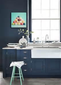 Delightful Tableau Pour Decoration Salon #10: Cuisine-tendance-couleur-bleu-marine.jpg