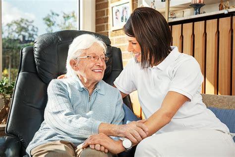 Bewerbung Anschreiben Altenpflegefachkraft Altenpfleger In Berufsbild In Der Altenpflege