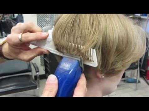 woman cuts hair with fork and clippers casandra s short clipper haircut buzz video youtube
