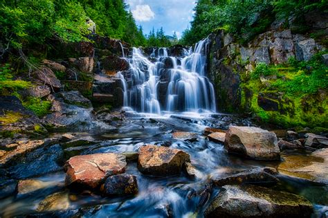 beautiful waterfalls beautiful waterfall pictures and wallpapers