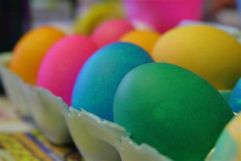 how to boil eggs for coloring how to boil easter eggs without cracking them tips for