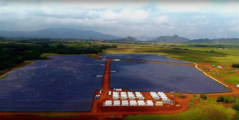 elon musk kauai tesla opens world s biggest solar storage facility on