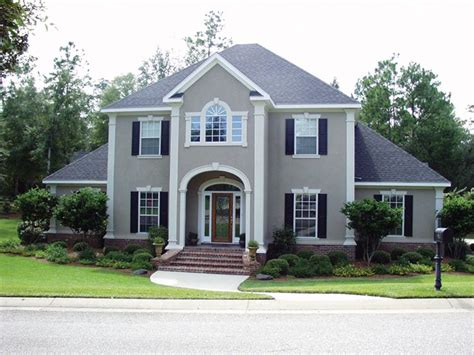 white house in a gray city books best 25 stucco house colors ideas on
