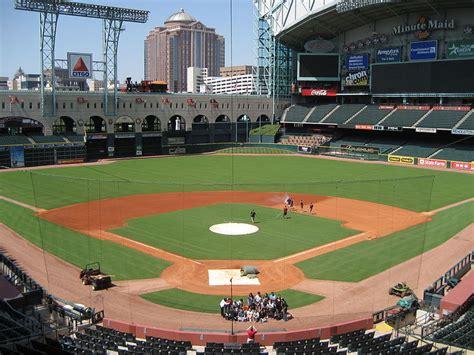 retractable roof ballparks      baseball