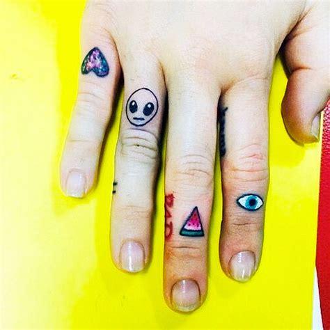 finger tattoo eye 8 evil tattoos design on finger