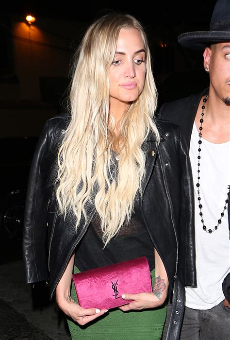 Ashlee Simpsons Fendi B Bag by Viva Bag Diversity Step Out With New Bags From
