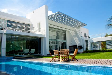 2 story house with pool 61 pictures of swimming pools to inspire design ideas