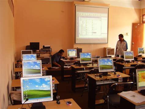 Meja Komputer Laboratorium laboratorium bahasa multimedia komputer inggris