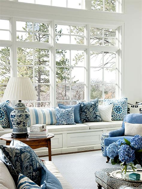 white and blue home decor chinoiserie chic navy blue and white