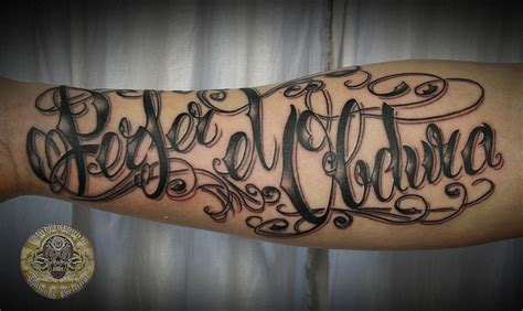 tatoo lettre latin chicano script latin tat by 2face tattoo on deviantart