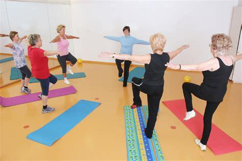imagenes del grupo yoga pilates y el equilibrio volver a lo b 225 sico