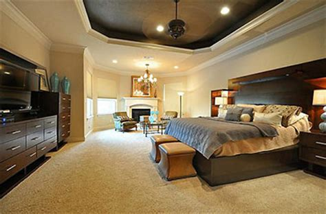 giant bedroom inside the missouri city home of an nfl linebacker swlot