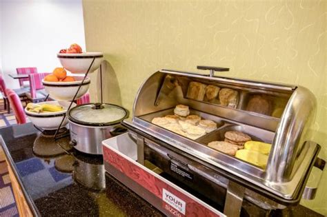 breakfast at comfort suites breakfast picture of comfort inn lenexa tripadvisor