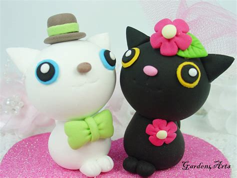 Topper Cake Special Ilustrasi custom cat wedding cake topper with base special