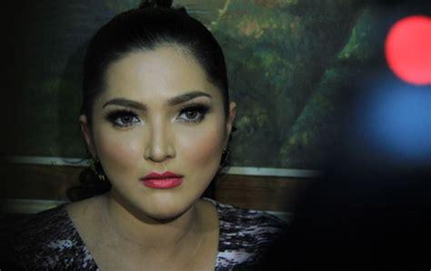 Lipstik Ashanty krisdayanti selebriti wanita indonesia dengan make up berlebihan ashanty kapanlagi