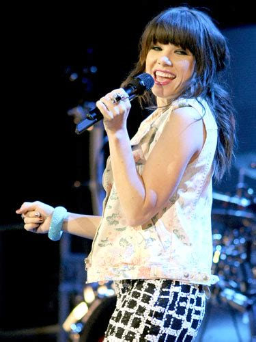 carly hairstyl wideo photos and quotes from music s new it girls celebrity
