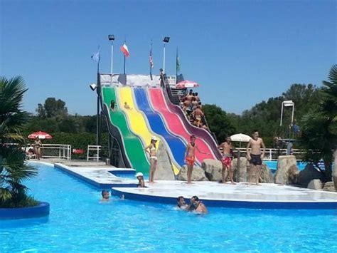 le cupole cavallermaggiore piscina con le onde foto di cupole lido
