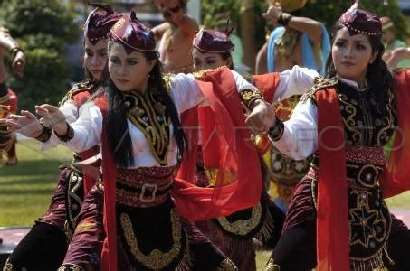 patriotic  remong dance visit indonesia