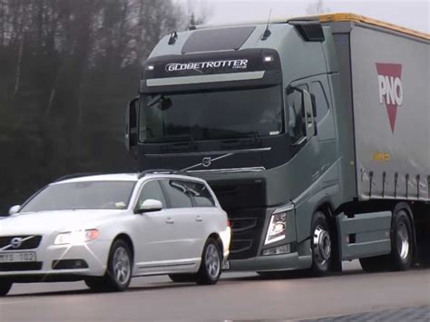automatic volvo semi truck volvo demonstrates braking system that can stop a 40
