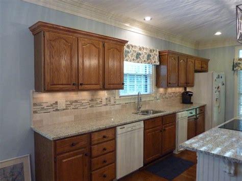 giallo fiorito granite with oak cabinets oak masterbrand cabinets with roman blinds and giallo