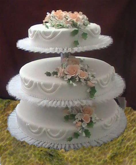 Hochzeitstorte 60 Personen Preis by Dreist 246 Ckige Hochzeitstorte Mit Blumenbukett