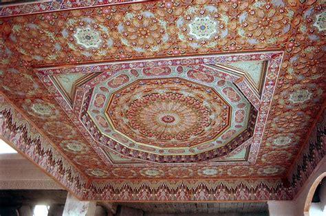 Faire Du Platre Au Plafond by La D 233 Coration Du Riad Au Maroc Plafond Pl 226 Tre Et Bois
