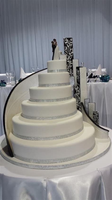 how big should a wedding cake be 25 best ideas about wedding cakes on