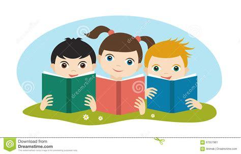 imagenes infantiles niños leyendo peque 241 o grupo lindo de tres ni 241 os leyendo los libros que
