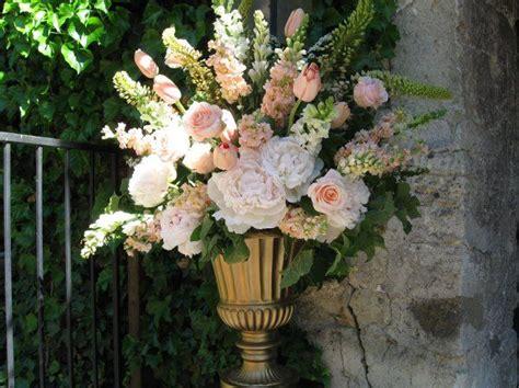 Wedding Ceremony Arrangements by Best 25 Altar Flowers Ideas On Delphinium